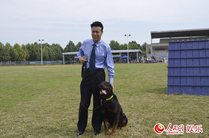 警花唐��b_唐辉煌出品并与北京市公安局联合摄制的公安题材青春励志大剧《警花与