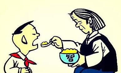 奶奶喂饭致宝宝休克,爸妈必知小宝宝十大喂食禁忌图片