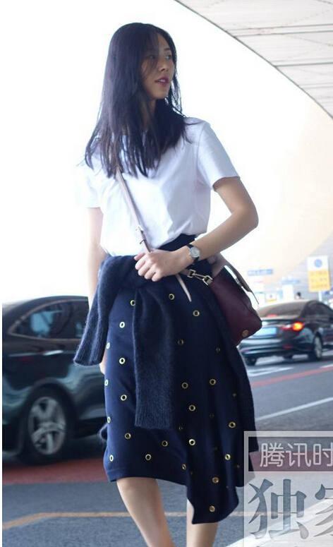 刘雯着装时装周机场三大踏上性感招最强-胸旅程女性0图片