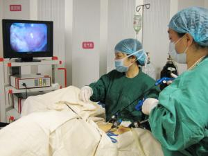 妇科诊疗的最新成果带回昆明天伦医院,推动医院微创妇科技术日趋成熟