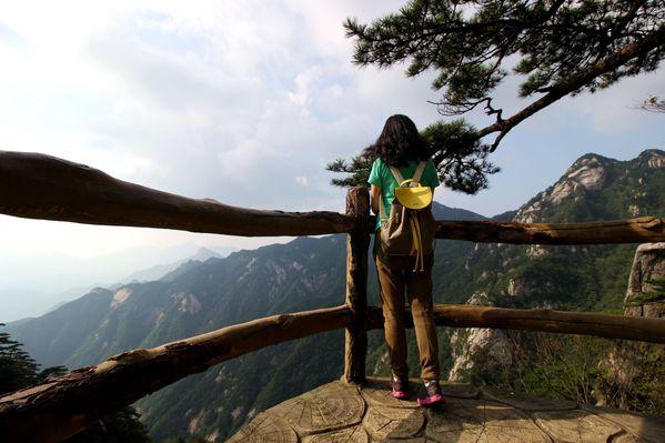 行走哲人峰,俯瞰十万大山的即视感