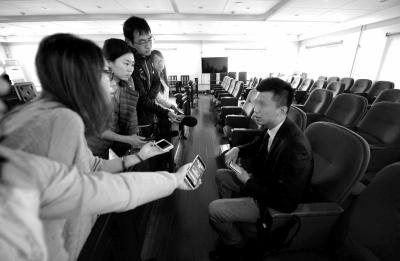 闹事司机罗某承受记者采访。京华时报记者欧阳晓菲摄