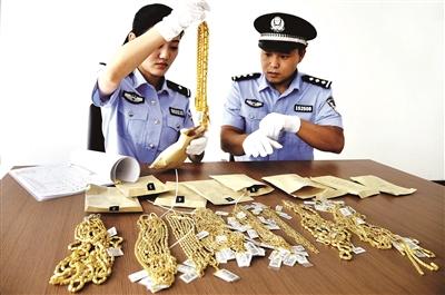 被抢劫的黄金饰品2500余克,价值70余万元,已全部追回供图/CFP