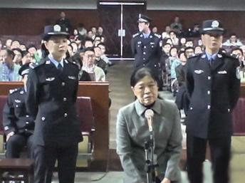 女贪官升迁史:与40位官员性交易 狱中放倒看守