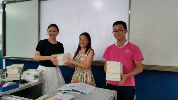 湖北秭归:支教老师爱心传递 两校学生牵手飞翔