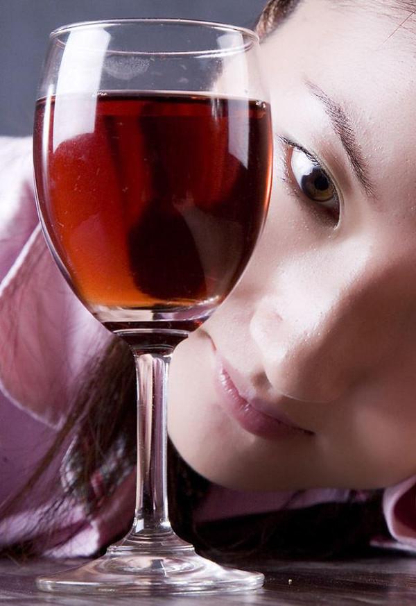 [没有酒起子怎么开红酒]好多市面上红酒假,教一招辨别真假红酒