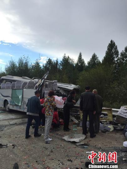 黑龙江伊春境内客车与货车相撞。 苏婷 摄
