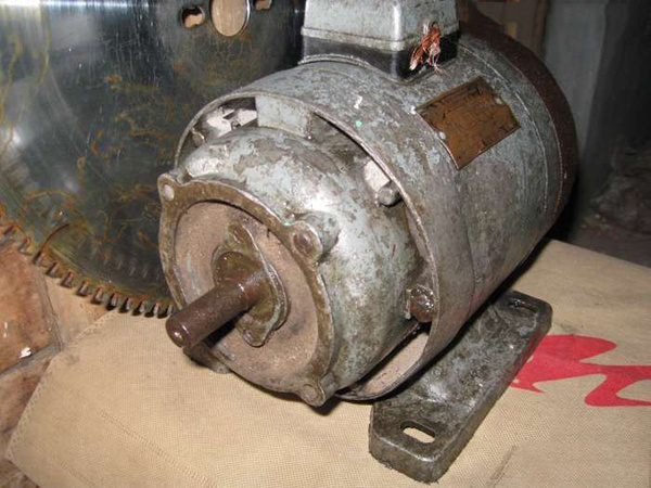 从一台苏联老马达说起,最大和最小的电机长什么样_突袭其它_突袭网图片