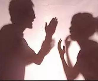 你伤害孩子间吵架给表情带来多大的知道?相吻夫妻图图片