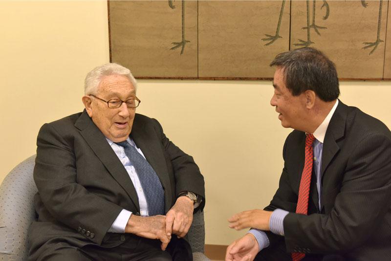 """人民网记者专访基辛格:""""我期待着习主席的访问将为世界和平做出重大贡献"""""""