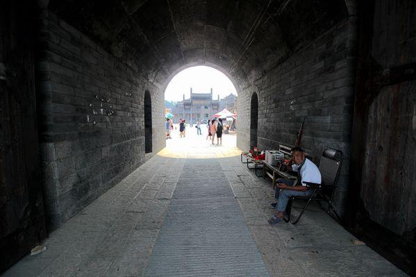 红安将军影视城,抗日神剧的拍摄地