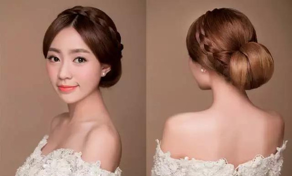 简单的妆面和发型就介绍到这里,另外有很多新娘在出嫁图片
