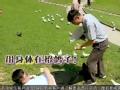 《极限挑战第一季片花》第十一期 搜查音乐台:黄渤躺地以身喂鸽 王迅空手捉鸽