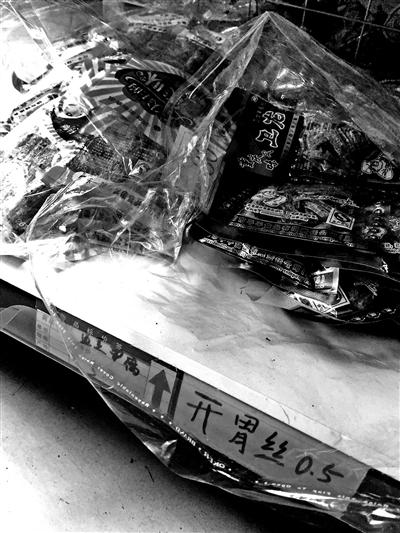 """可疑""""五毛食物""""包抄中小学"""