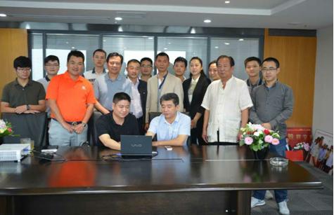 """2015年9月11日,在省会郑州《中国生猪投资交易网》正式上线交易。该网站是互联网企业和养殖企业相结合,在养猪行业引入""""互联网+""""经济模式的一个创新。"""