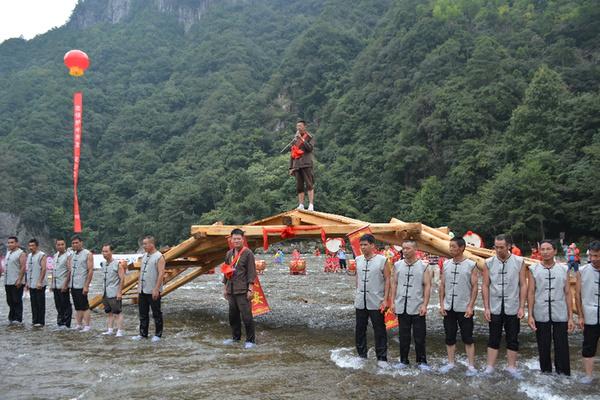 屏南5分钟搭座木拱廊桥方式首用该世界展现广州市吸塑字图片