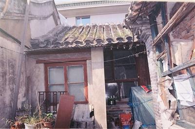 修缮前的陈独秀旧居,房屋墙角挂着电线。 资料图片