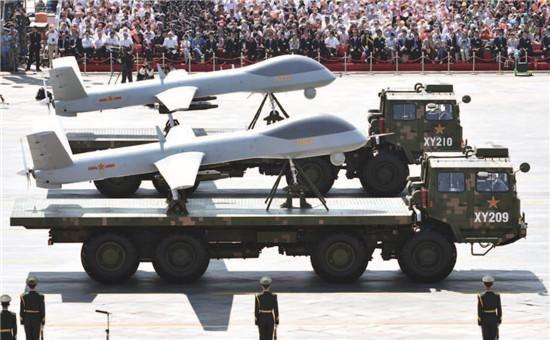 图为无人机方队接受检阅。中国航空工业集团公司是中国最大的无人机制造商,也是此次参加阅兵仪式的三大无人机之一的GJ-1的制造商。CFP