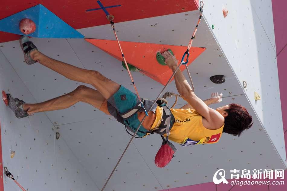 """昨天,青岛2015世界休闲体育大会的第三个比赛日。在莱西市体育中心休闲广场,""""道一杯""""国际攀石邀请赛暨全国攀岩分站赛(莱西站)正式拉开战幕。正式开赛前,进行了简短的开赛仪式。"""