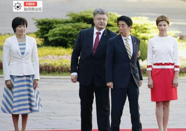 安倍晋三打老婆_日本首相安倍晋三还能干多久?他跟老婆关系如何?