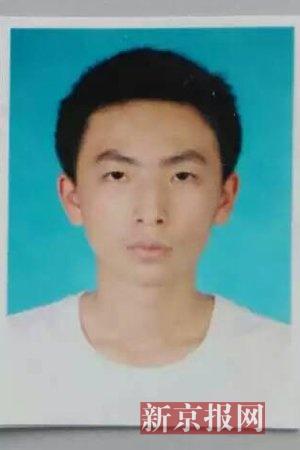 离家出走的15岁男孩刘瑞龙。家属供图
