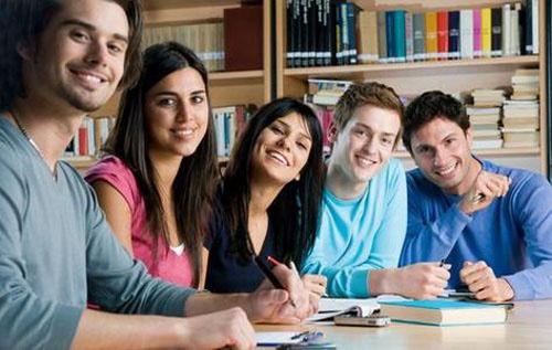 高中生入学教育视频_高中生留学选预科 需懂得国内预科与国外预科区别