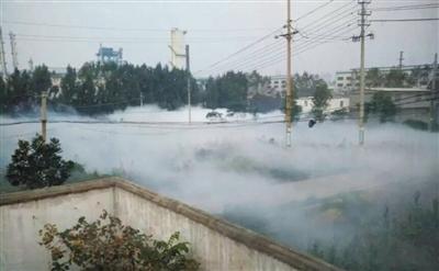 昨天,现场一度白雾茫茫。当日,河南平顶山中鸿煤化公司发作组成氨走漏,154人留院审查。据央视官微