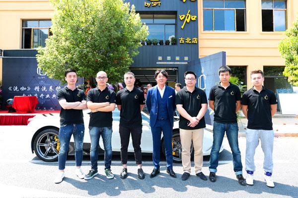 """""""洗咖""""团队成员与日方首席技术总监:高木俊一 合影图片"""