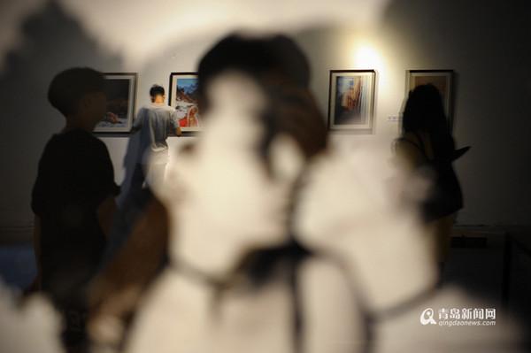 日本早早人体艺术_青岛小伙办人体艺术摄影展 90后女摄影师讲心得
