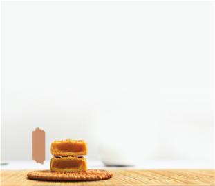 """""""食堂牌""""鲜肉月饼、印着公司logo的广式月饼、超市简包的红豆沙月饼……今年中秋福利刮起简朴风,不少企事业单位将食堂自制月饼发给员工作为中秋慰问,还有企业工会组织员工DIY月饼。记者昨天从市总工会获悉,中秋月饼可以有,不过全年逢年过节发放的慰问品人均额度不能超过400元。"""