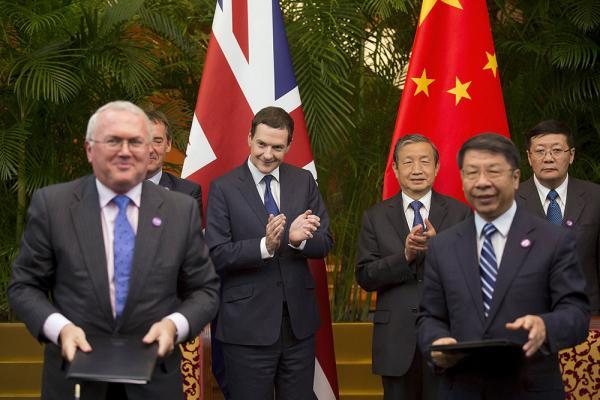 9月21日,第七次中英经济财金对话在北京举办,马凯和奥斯本见证了各项协定的签订。