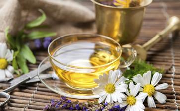 时尚 正文  桑叶有着非常好的减肥效果,用来泡茶饮用在美容养颜的同时图片