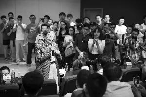 杨振宁在南大演讲