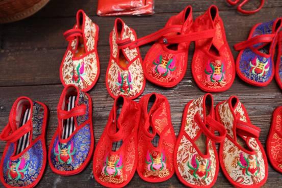 民俗手工艺品展出-绣花鞋