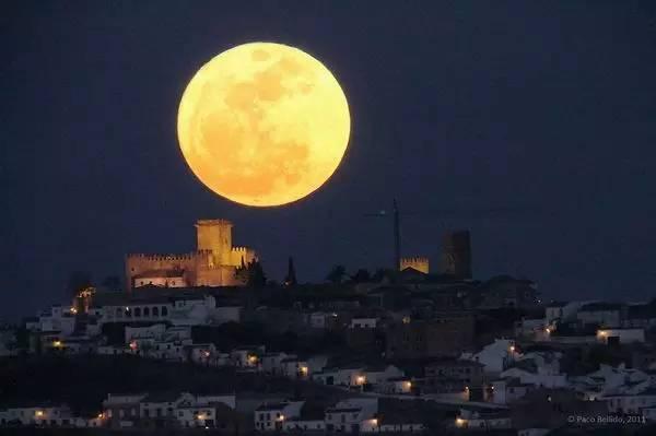 今年中秋超级月亮撞上月全食