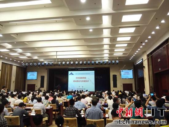 """中新網9月24日電 今天上午,由中國工程院信息與電子工程學部、工業和信息化部電子科學技術委員會主辦的""""天地一體化信息網絡""""第二次高峰論壇在北京正式召開。"""