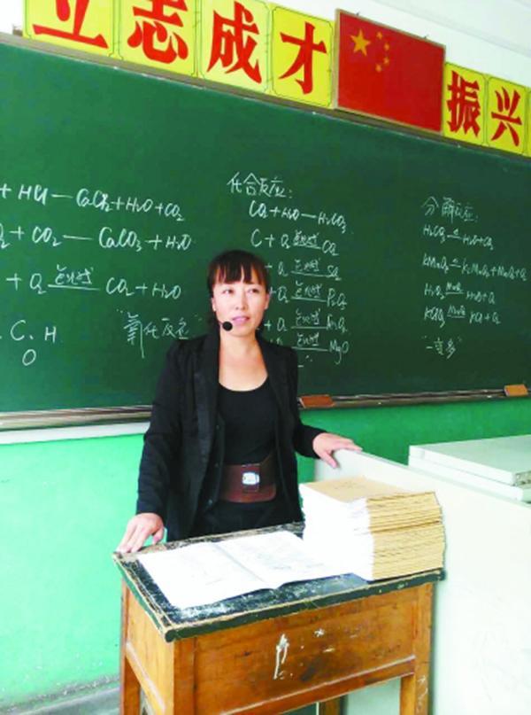 重审被判无罪后,河北遵化二中女教师陈文艳重新回到了讲台。 受访者供图