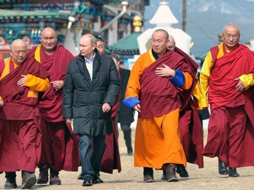俄罗斯总统普京参观蒙古族藏传佛教寺庙
