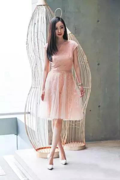 连衣裙就要学杨幂这样穿,美得像仙女!