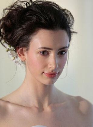 蓬松感盘发让新娘甜美可人图片