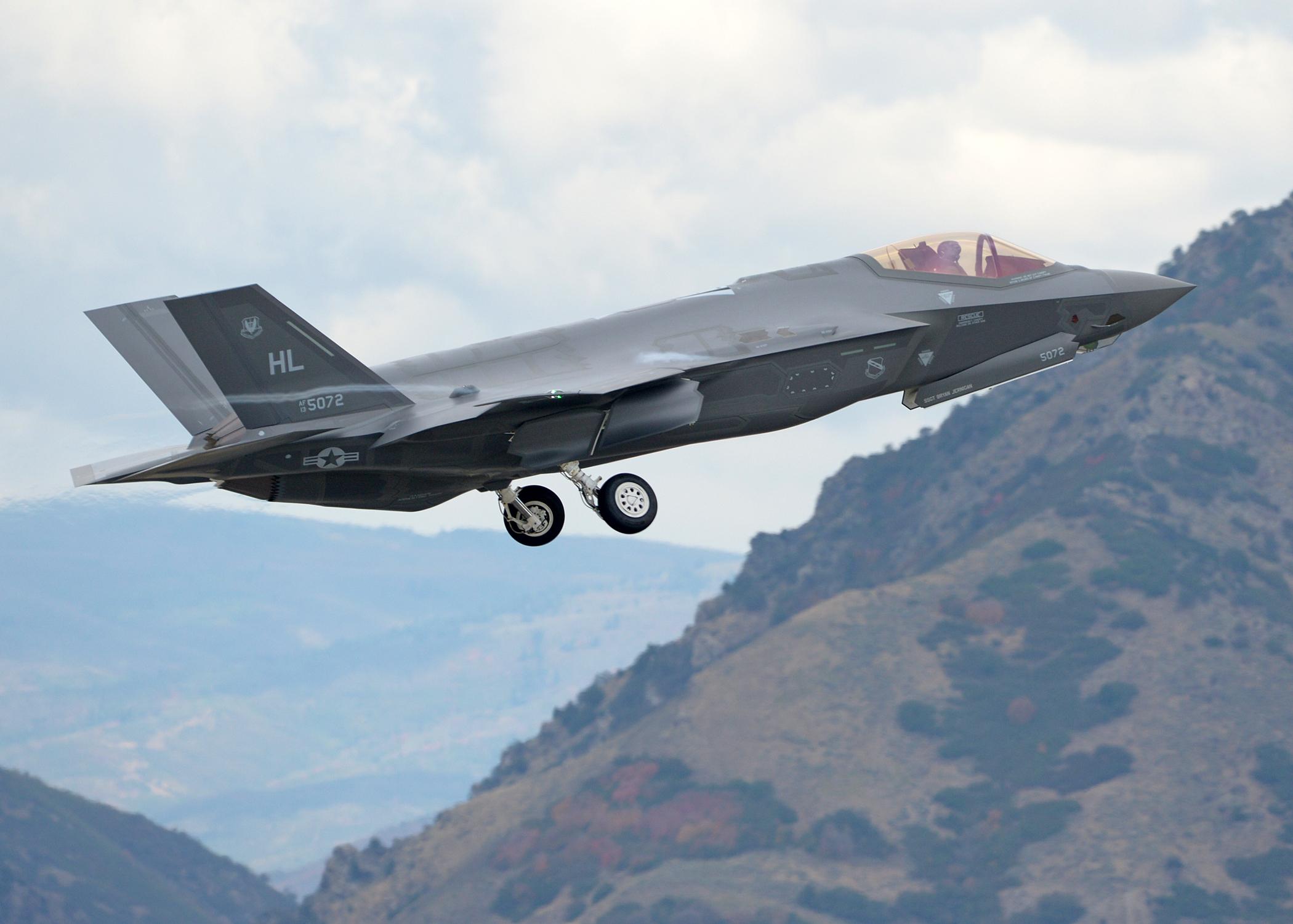 �y�yf�_2015年9月中旬,美国犹他州赫尔空军基地进行f-35a闪电ii第五代战机的
