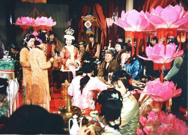 红楼梦匹�f9.�_《红楼梦》的中秋节