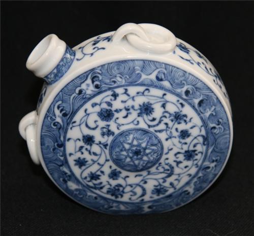 目前明洪武时期青花瓷器的市场价值大概多少呢
