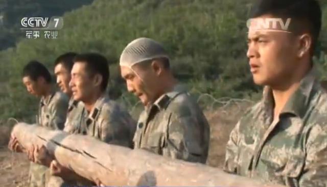 有的特战队员头部缝6针仍继续坚持