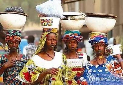 非洲人人体艺术图片_非洲人也知道发明微型起重机搬砖,再也不用脑袋顶