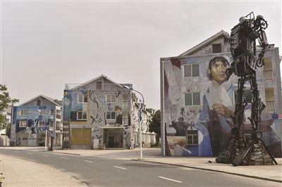 南京画家村成空村 墙上各种名画毁在交通不便