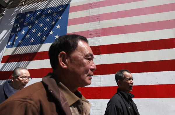 调查称40年后亚洲人将成美国最大移民群体