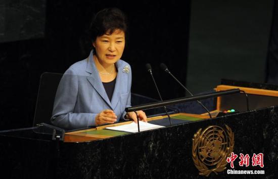 朴槿惠访问驻纽约韩国文化院 促进韩美文化交流