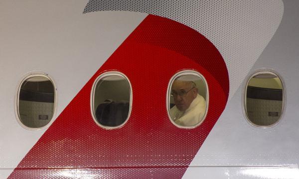 当地时间2015年9月27日,美国宾夕法尼亚州费城,方济各结束6天的访美行程返回罗马。