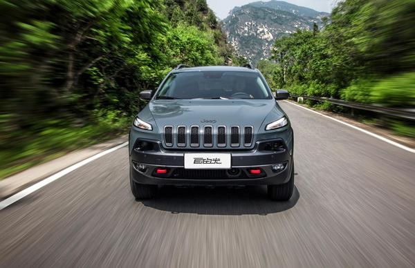 jeep自由光钜惠10万高清图片